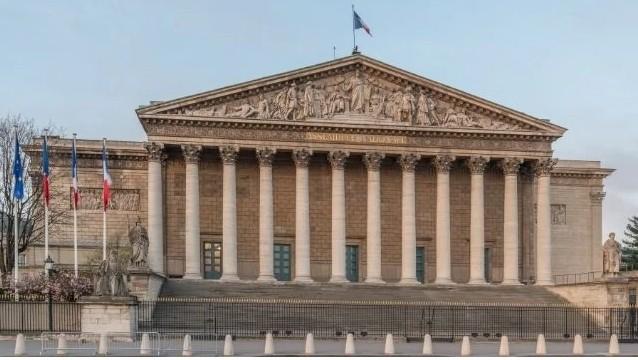 Article 38 : Le nouveau projet de loi français contre l'extrémisme discrimine les religions basées à l'étranger